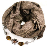 Kašmírový šál s bižutériou - hnedý
