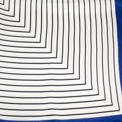 Šatka saténová malá - bielo-modrá s potlačou - 2