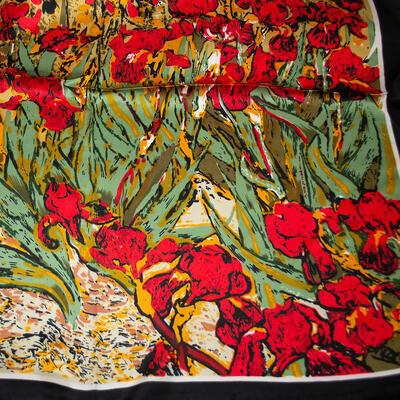 Šatka saténová malá - červeno-zelená s potlačou - 2